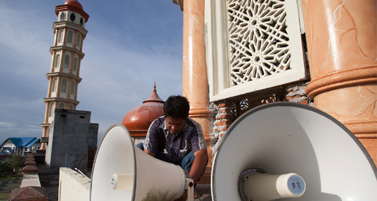 the use of loudspeakser in saudi mosques